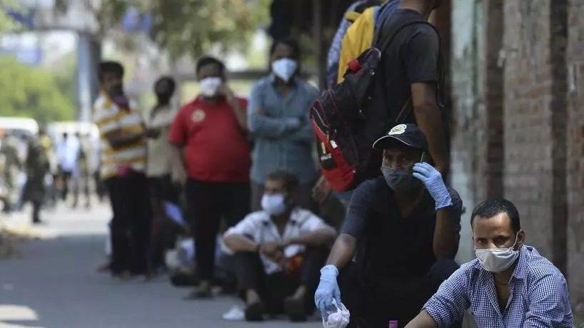 Chomage, hommes avec des masques